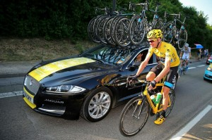 Chris-Froome-Le-Tour-de-France-winner-receives-a-special-Jaguar-F-Type-537163441